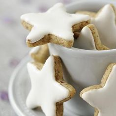 Recipe christmas cookies in the shape of stars - Biscuits - Noel Christmas Biscuits, Christmas Treats, Noel Christmas, Christmas Recipes, Xmas Food, Christmas Cooking, Mince Pies, Biscuit Cookies, Chefs