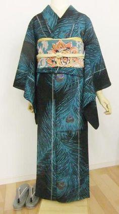 孔雀の羽根のキラキラもラメ糸で表現した単衣キモノ
