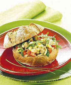 Insalata al tonno in crosta di pane