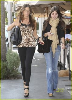 Sophia Vergara ~ leopard top, black leggings w/ black platform sandles and handbag