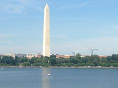 Where to find parking on the National Mall? If you are willing to walk a little, you should be able to find parking on the National Mall. Best of all, this parking is free. Parking near the Smiths…
