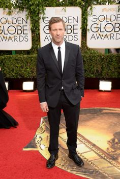 Aaron Eckhart looking stylin' at the #goldenglobes