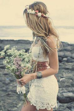 55 Relaxed Yet Breathtaking Boho Chic Wedding Bouquets – Blumenkranz – Blumenkranz Boho Hippie, Hippie Style, Bohemian Style, Beach Hippie, Hippie Chick, Hippie Bride, Bohemian Beach, Bohemian Bride, Boho Beach Wedding