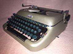 Schreibmaschine Erika 10 khaki vintage portable mechanical typewriter 1959