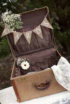 burlap graduation party ideas | Visit somethingborrowedvintagerentals.blogspot.com