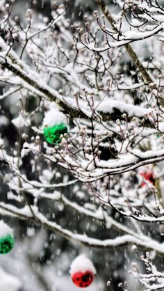 Christmas Ornaments In The Snow #iPhone #5s #wallpaper
