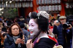 Toshikana during Setsubun, sporting gorgeous Hime-style hair. She looks stunning. For Maiko, who style their hair after riggid stylistic rules, according to their rank and status, Setsubun is like a breath of fresh air.