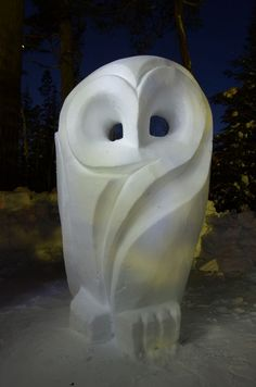 "snow carving - another take on ""snowy owl"" Soap Sculpture, Plaster Sculpture, Snow Castle, Art Pierre, Soapstone Carving, Wood Owls, Soap Carving, Ice Art, Snow Sculptures"