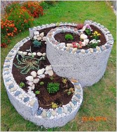Outdoor Landscaping Ideas with Raised Garden Bed
