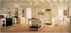 Traditional kitchen design with brushed wood central island, ample storage and open space. New Kitchen, Kitchen Dining, Kitchen Decor, Kitchen Island, Kitchen Ideas, Shabby Chic Kitchen, Vintage Shabby Chic, Ideas Prácticas, Tea Ideas