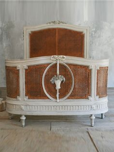 French Antiques, French Country style decor Page 2 French Furniture, Bed Furniture, Painted Furniture, Antique Furniture, Antique Decor, Retro Furniture, French Decor, French Country Decorating, Beautiful Bedrooms