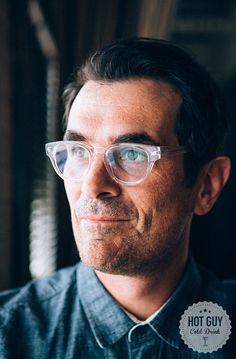 Hot Guy/Cold Drink: Gin and Jokes With Ty Burrell - Elle