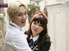 Key and Yagi Arisa photoshoot on We Got Married. Key fails at picking up Ari-chan so she picks up Key and accidentally flings him across the alley. [Gif]