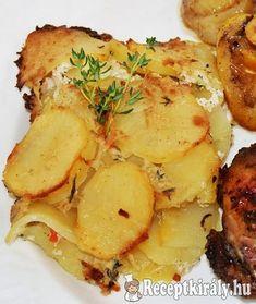 Csőben sült krumpli (burgonya gratin)Hozzávalók:1 kg krumpli 5 dl főzőtejszín 1 ek só (ízlés szerint) őrölt fehér bors szerecsendió 1 tk ételízesítő 4-5 szál kakukkfűág (friss vagy szárított) 3 dkg vajElkészítés Tomato Risotto, Caramelized Onions, Food 52, Potato Salad, Bacon, Health Fitness, Yummy Food, Chicken, Vegetables