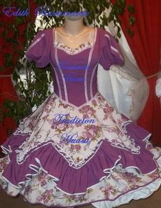 Fotos de vestidos de huasa Vestidos Vintage, Vintage Dresses, Dance Outfits, Kids Outfits, Clogs Outfit, Dance Wear, Simple Designs, Beautiful Dresses, Ideias Fashion