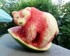 Funny pictures about Now This Is Awesome Watermelon Art. Oh, and cool pics about Now This Is Awesome Watermelon Art. Also, Now This Is Awesome Watermelon Art photos. Fruit Sculptures, Food Sculpture, L'art Du Fruit, Fruit Art, Fruit Food, Veggie Art, Fruit And Vegetable Carving, Veggie Food, Watermelon Art