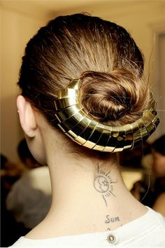 metal hair piece- I like the idea of he metal being untwined within her hair. Ponytail Hairstyles, Cool Hairstyles, Hairstyle Ideas, Updos, Formal Hairstyles, Wedding Hairstyles, Natural Hair Styles, Long Hair Styles, Hair Ornaments