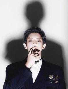 He looks like a mafia boss (it suits him lol) Baekhyun, Chanyeol Cute, Exo Kokobop, Exo 12, Park Chanyeol Exo, Kpop Exo, Kris Wu, Kai, Tears In Heaven
