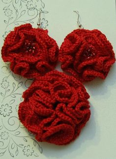 Free Crocheting Pattern: Coral rose brooch and earrings
