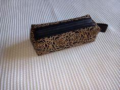 Trousse Zip-Zip en dentelle de liège cousue par Nadeige - Patron Sacôtin