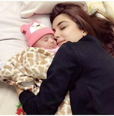 Beautiful Click of Maya Ali with Her Niece. Amirah love her blessed maya ali. Maya Ali is an acclaimed Pakistani performer and model. family pictures of Maya Ali with her beautiful cute niece Saira Shakira, Middle School Health, Hello Pakistan, Maya Ali, Mahira Khan, Health And Fitness Articles, Viral Trend, Photography Pics, Stylish Girl Pic