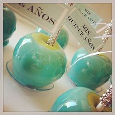 Stefi, this would be cool for your baby shower if u r having a boy!Tiffany blue candy apples with blinged out sticks Bleu Tiffany, Tiffany Theme, Tiffany Party, Tiffany Wedding, Tiffany And Co, Candy Table, Candy Buffet, Blue Candy Apples, Green Candy