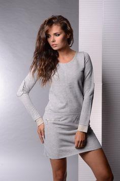 Rochie moderna, de culoare gri-deschis - Rochie moderna, de culoare gri-deschis. Are maneci lungi, decolteu rotund si fermoare in partea din fata. Este confortabila si se potriveste tinutelor casual. Colectia Rochii casual de la  www.rochii-ieftine.net Modern, Sweaters, Dresses, Fashion, Vestidos, Moda, Trendy Tree, Fashion Styles, Sweater
