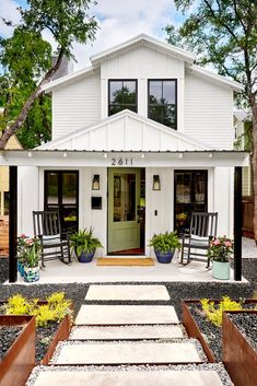 6 Essential Curb Appeal Ideas for Front Porches white house exterior with green door White Exterior Houses, Modern Farmhouse Exterior, Farmhouse Style, Small House Exteriors, White Houses, Country Style, Modern Porch, Tiny House Exterior, Farmhouse Desk