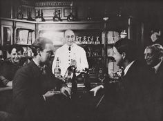 Bartenders in the beginning of the 1900