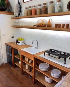 Home Inspiration // Little Byron Co.This cabin located in Byron Bay, Australia was designed and built by Little Byron Co. The Perfect Scandinavian Style Home Tiny House Australia, Scandinavian Style Home, Budget Home Decorating, Cabins And Cottages, Cuisines Design, Tiny House Design, Küchen Design, Loft Design, Design Ideas