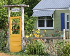tischlerei sommer vogelhaus aus holz farbig lasiert vogelhaus garten design vogelfutterhaus. Black Bedroom Furniture Sets. Home Design Ideas