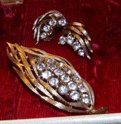 Lisner Signed Rhinestone Brooch Earrings Set Modern 1960