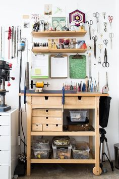 Awesome 36 Enchanting Ikea Workspace Design Ideas In Garage To Try Asap Art Studio Design, Art Studio At Home, Home Art, Artist Workspace, Workspace Design, Ikea Workspace, Ikea Forhoja, Art Studio Organization, Organization Ideas