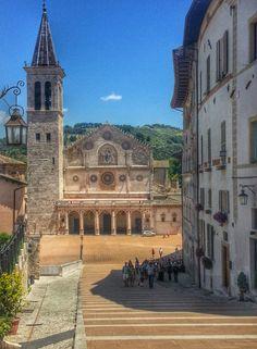 Spoleto, la scenografica piazza del Duomo