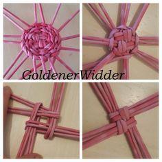 Weaving rurki z gazet Paper Basket Weaving, Willow Weaving, Newspaper Basket, Newspaper Crafts, Recycled Crafts, Diy And Crafts, Pine Needle Crafts, Weaving Patterns, Weaving Techniques