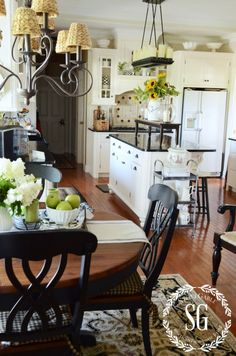 EARLY FALL FARMHOUSE KITCHEN  Get lots of decorating ideas and be inspired to add seasonal changes to your decor!