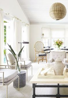 A modern take on Palm Beach style with white living room decor on Thou Swell Kevin Francis O'Gara Palm Beach Decor, Beach Chic Decor, Beach Cottage Style, Beach Cottage Decor, Cottage Ideas, Beach Living Room, Living Room Modern, Living Rooms, Bedroom Beach