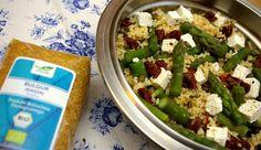 Sałatka z kaszą bulgur i fetą: http://www.fitness-food.pl/blog/2014/kasza-bulgur-z-zielonymi-szparagami-feta-i-suszonymi-pomidorami/