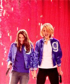 Dianna and Lea during Somebody To Love. Glee Live Tour 2011