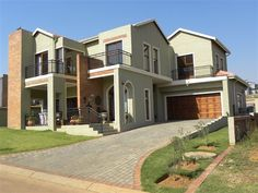 5 Bedroom House in Olympus, Ideal family home for the extended family!  The kitchen, lounge and dining room are combined, opening onto an undercover patio with braai facilities. The kitchen comes with granite kitchen tops, a bre...