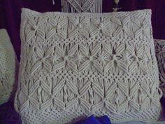Almohadón tejido en Macramé  Diseños exclusivos de Raquel Ramirez