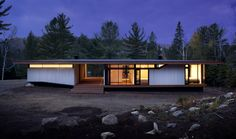 Image 5 of 10 from gallery of Country House in Lanaudière / STOA ARCHITECTURE. Photograph by Normand Rajotte