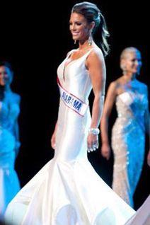 Mrs Alabama in a beautiful dress