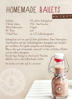 Irish Cream Recipe - Homemade Bailey & s {VIDEO} - The Cookie RookieIrish Cream (Homemade Baileys) is so easy to make at home! This homemade Irish cream recipe is a great addition to Homemade Baileys, Homemade Irish Cream, Homemade Gifts, Summer Drinks, Cocktail Drinks, Cocktail Recipes, Easy Alcoholic Drinks, Snack Recipes, Easy Healthy Recipes