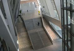Exklusive Einblicke in die Europäische Zentralbank (EZB) in Frankfurt am Main. Eine Gedenkstätte gehört auch zum Ensemble. Sie soll daran erinnern, dass die Nazis mehr als 10 000 Frankfurter Juden aus der Großmarkthalle mit Zügen in die Vernichtungslager abtransportierten - während im Stockwerk darüber der Marktbetrieb weiter lief. Fotos: Salome Roessler