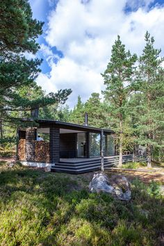 In addition of sauna and shower room, the building contains a spacious living room and covered terrace with fireplace. Cabins In The Woods, House In The Woods, Modern Saunas, Sauna Design, Summer Cabins, Landscaping Images, Cottage, Green Architecture, Cozy House
