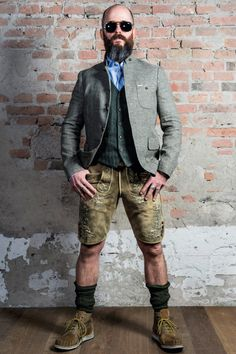 A bit rough and ready with a smart jacket, but doesn't hide the fun you'll have together at Oktoberfest. Lederhosen Outfit, German Costume, Look Fashion, Mens Fashion, Men In Heels, Cute Slippers, Herren Outfit, Costume Collection, Fashion Socks