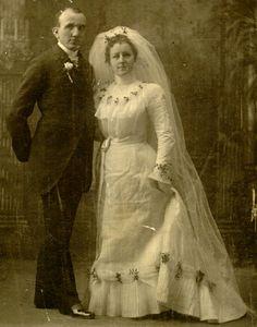 Vintage Hollywood Wedding, Vintage Wedding Photos, Vintage Weddings, Wedding Veils, Wedding Wear, Wedding Attire, Wedding Dresses, Wedding Trends, Wedding Styles