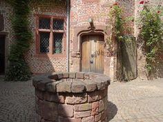 Romantisches Ambiente auf der Wasserburg Burg Bubenheim. Eine Traum-Location für Eure Feste in der Euregio.