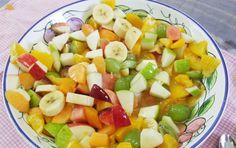 Ensalada de frutas...  Se prepara especialmente para las fiestas de fin de año.